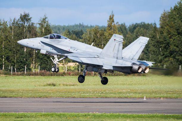 Suurin osa harjoitukseen osallistuvista koneista on F/A-18 Hornet -monitoimihävittäjiä.