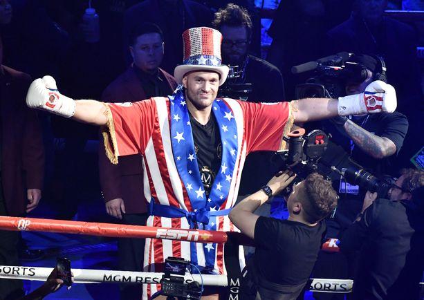 Tyson Furyn asu kiinnitti huomion Las Vegasin illan ottelussa.