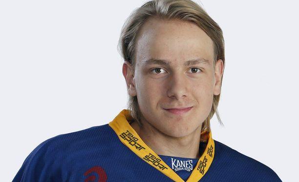 Jukurien Mikko Kokkonen debytoi liigajäillä kaikkien aikojen nuorimpana pelaajana.