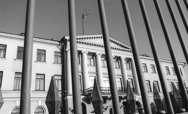 Tasavallan presidentin kanslia lokakuussa 1992. Historian siipien havinaa Iltalehden arkistosta.