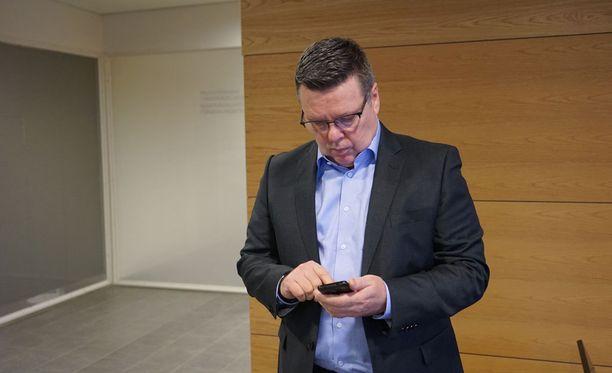 Helsingin huumepoliisin entinen päällikkö Jari Aarnio käräjäoikeudessa maaliskuussa 2016. Arkistokuva.