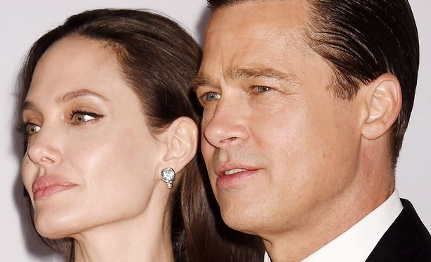 """Angelina ja Brad Pitt kuvasivat avioparina seksikohtauksen romanttisessa draamassa """"By the Sea""""."""