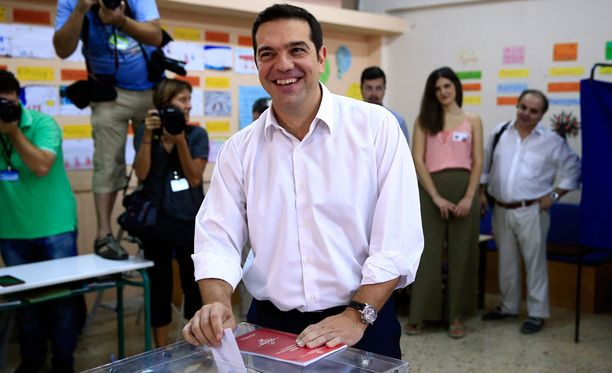 Mielipidekyselyiden mukaan maan entinen pääministeri Alexis Syriza olisi voittamassa erittäin niukasti konservatiivipuolue Uuden demokratian.