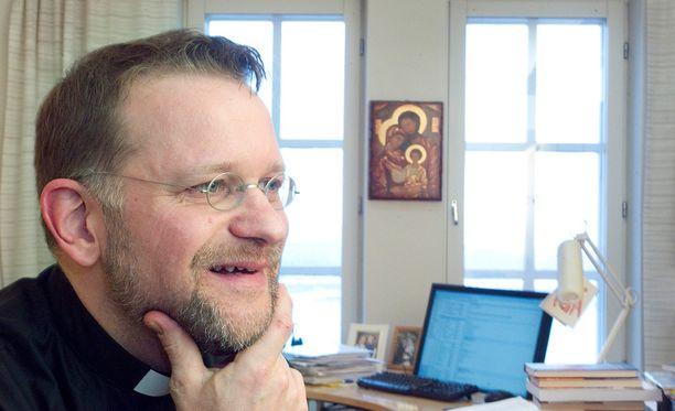 Kuopion piispa Jari Jolkkonen luottaa siihen, että hiippakunnan papit toimivat lojaalisti.