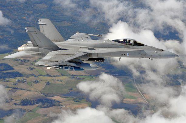 Ilmavoimien Hornetien osallistumisesta Viron-harjoitukseen kehkeytyi ulkopoliittinen kalabaliikki.