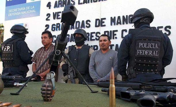 Lopezin pidätyksen yhteydessä takavarikoitiin myös raskaita aseita.