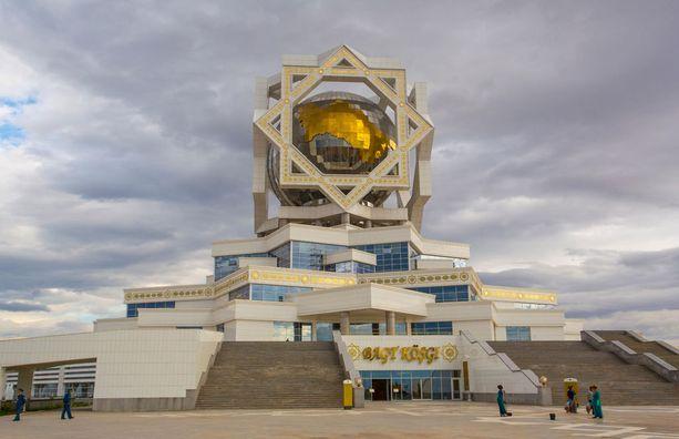 Ashgabatin arkkitehtuuri on varsin mielikuvituksellista.