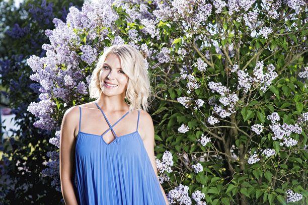 Suomalaismalli Pia Lamberg valittiin Miss Suomeksi vuonna 2011. Hän luopui kruunusta puolen vuoden jälkeen. Sittemmin hän on luonut uraa mallina. Lambergin jälkeen Miss Suomi -titteli meni Sara Siepille.