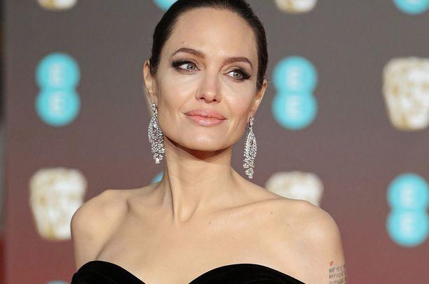 Angelina Jolie ei halua elää tyhjää elämää.