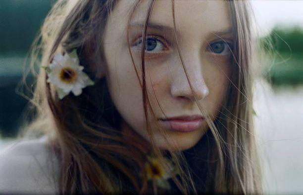 Kukka hiuksissa: Miina Savolainen / Petra Parvikoski