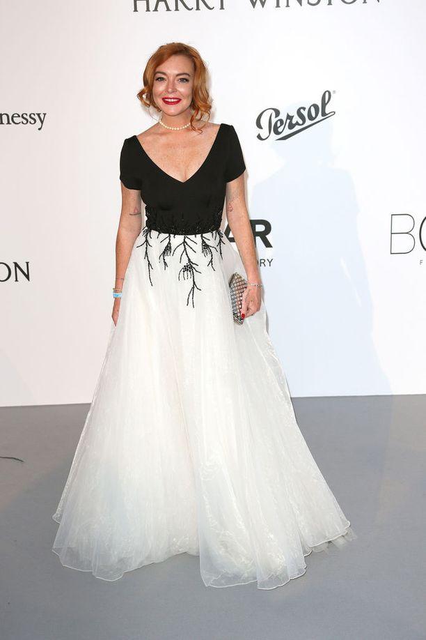 Lohan on seurustellut Aaron Carterin, Wilmer Valderraman ja Samantha Jonesin kanssa.