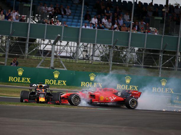 Sebastian Vettel rysäytti Max Verstappenin perään käsittämättömällä tavalla.
