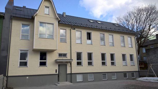 Nuorisosäätiön Viron-yhtiön OÜ Elupaikin vuokrakäyttöön rakennuttama talo Tallinnan bussiaseman tuntumassa.