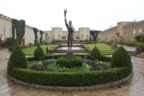 Skientologien kirkko Saint Hill Manor sijaitsee Britannian Sussexin East Grinsteadissa.