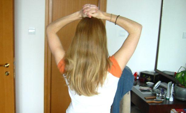 Myös pitkät hiukset saivat kokeilussa kyytiä.