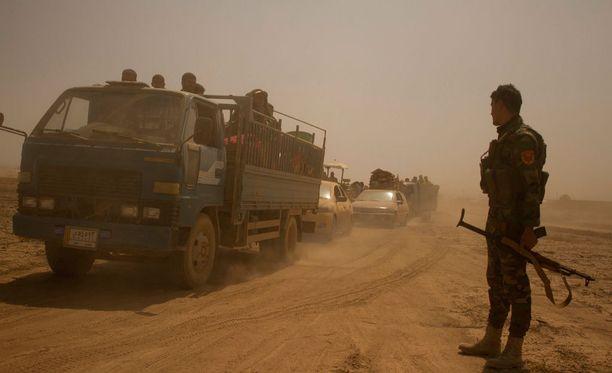 Siviilit pakenivat Mosulin ulkopuolella sijaitsevista kylistä 15. elokuuta.