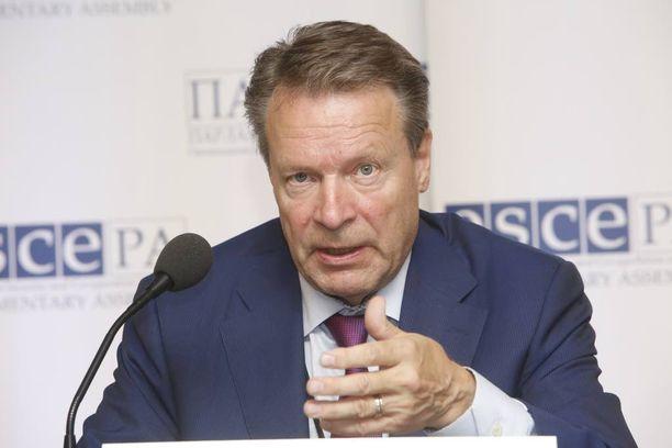 Ilkka Kanervan mukaan Ukraina hiertää lännen ja Venäjän välejä.