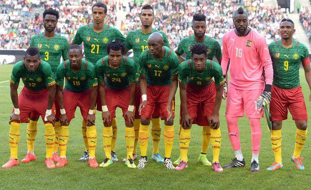 Kamerunin MM-miehistön ilmeet ovat vakavat ennen Brasilian MM-turnausta.