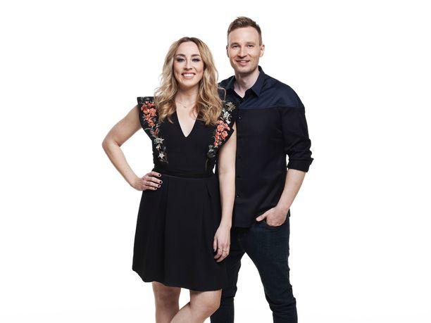 Anni Hautala ja Juuso Mäkilähde juontavat Idols-laulukilpailua syysilloissa.