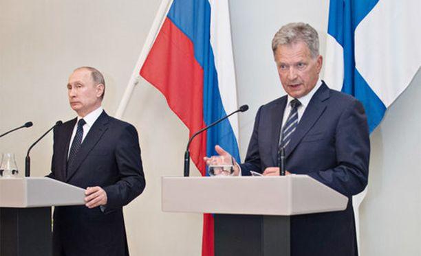 Putin ja Niinistö keskustelivat vielä oopperan jälkeen.