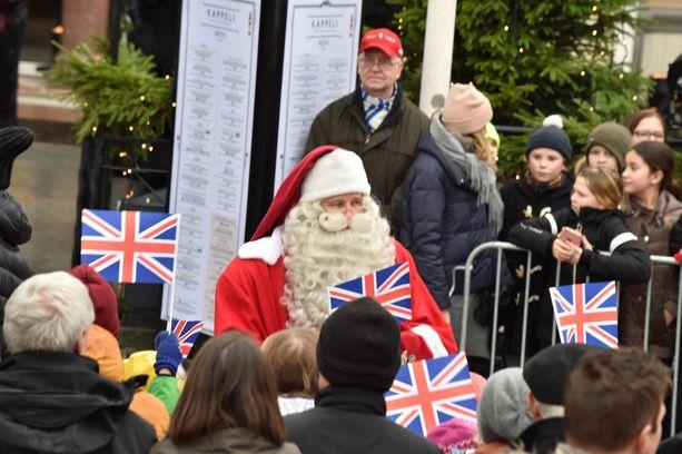 Iso-Britannian liput liehuivat.