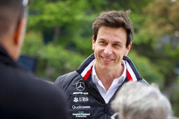 """Toto Wolff tietää tarkkaan, miten vaikea on hallita kahta """"alfaurosta"""" F1-tallissa."""