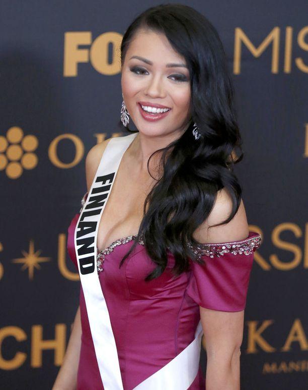 Shirly Karvinen edusti Suomea tänä vuonna Miss Universum -kilpailuissa.