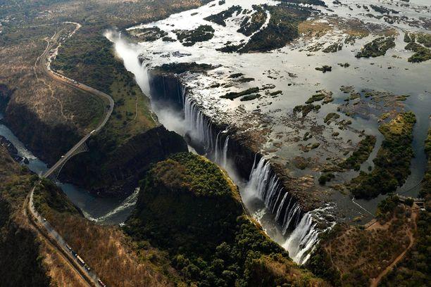 Turmakone oli matkalla Victoria Falls -lentokentälle, joka sijaitsee Pohjois-Zimbabwessa parinkymmenen kilometrin päässä Victorian putouksista.