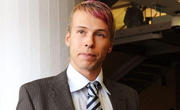 Antti Kurhinen harmittelee, ettei hänen annettu juhlia rauhassa.