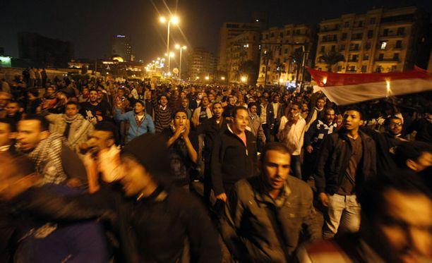 Egyptin poliisi yritti hillitä mielenosoittajia ampumalla kumiluoteja.