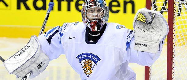 Teemu Lassila torjui Suomen maalilla Latviaa vastaan.