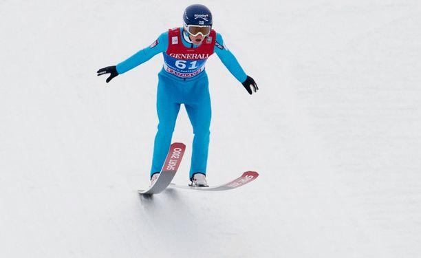 Lauri Asikainen hyppäsi Garmisch-Partenkirchenin karsinnassa 119,5 metriä.