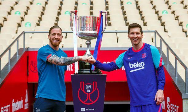 Iker Muniainin (vasemmalla) Bilbao ja Lionel Messin Barcelona taistelevat pokaalista lauantaina.