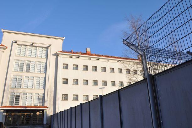 14 elinkautisvankia pääsee tänä vuonna vapauteen. Kuvassa Riihimäen vankila.