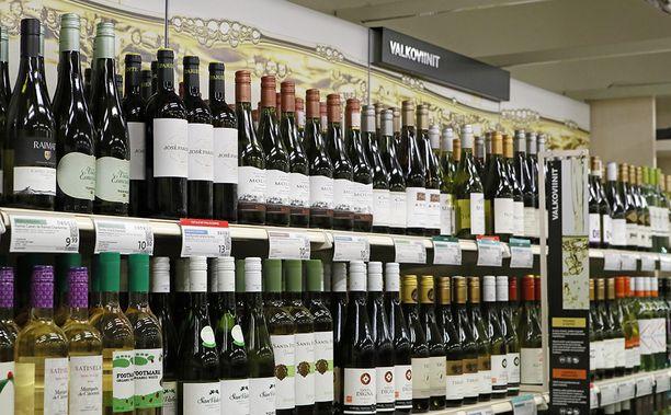 Yhteisessä kirjeessään Itävallan, Belgian, Tanskan, Italian, Portugalin ja Espanjan suurlähettiläät kehuvat erityisesti, että Suomi on nostamassa kaupoissa myytävien alkoholijuomien prosenttirajan 5,5 prosenttiin.