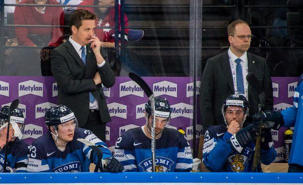 Lauri Marjamäki (takana vasemmalla) peluutti nopeampaa jääkiekkoa lauantaina.
