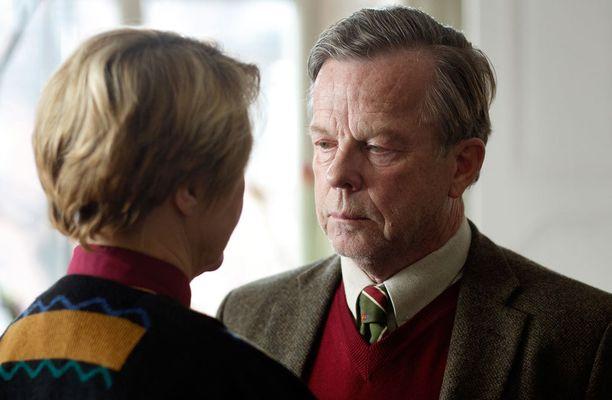 Mukana on suomalaisillekin hyvin tuttuja näyttelijöitä, kuten Krister Henriksson.