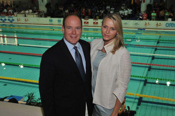 Charlene ja prinssi Albert (nykyinen ruhtinas) tapasivat Mare Nostrumin kansainvälisessä uintikilpailussa Monte Carlossa vuonna 2000. Kuvassa tuore aviopari samassa tapahtumassa vuonna 2011.