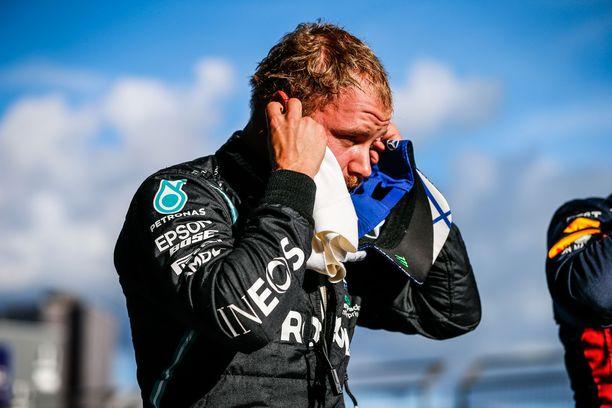 Valtteri Bottaksen lupaavasti alkanut kilpailu päättyi surkeasti.