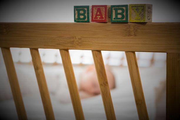 Mies kiisti aluksi pahoinpidelleensä 2,5 kuukauden ikäistä vauvaansa. Kuvituskuva.
