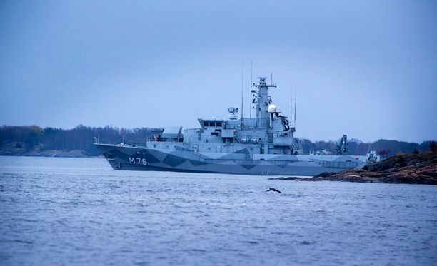 Etsinnät Tukholman saaristossa jatkuvat kiivaina.