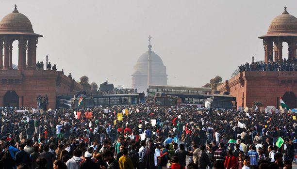 Järkyttävä joukkoraiskaus sai kymmeniätuhansia ihmisiä Delhin kaduille kaksi vuotta sitten.