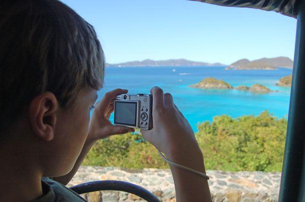 Trunk Bay on suosittu valokuvauskohde.
