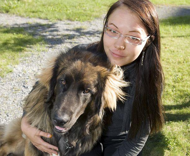 19-vuotiaan Laura Turpeisen kiivasrytminen elämä opiskelun ja työn merkeissä muuttui kertaheitolla joulukuussa otetun sika-influenssarokotteen jälkeen.
