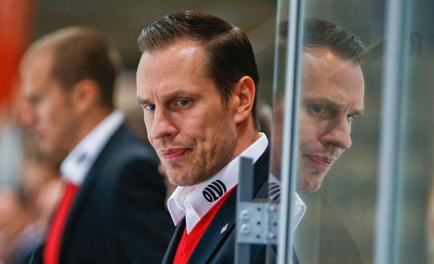 Ville Niemisen pelaajaura päättyi viime kauteen. Hän siirtyi laatikosta suoraan penkin taakse.