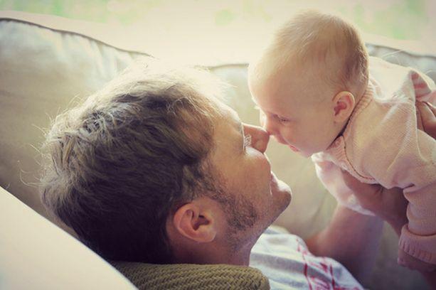 Äidiksi tullaan nykyään entistä kypsemmällä iällä, samoin isäksi.