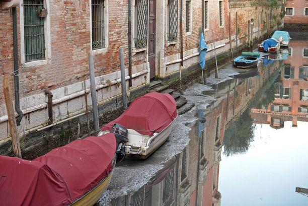 Vesi on poikkeuksellisen alhaalla Venetsiassa jo toisena peräkkäisenä talvena.