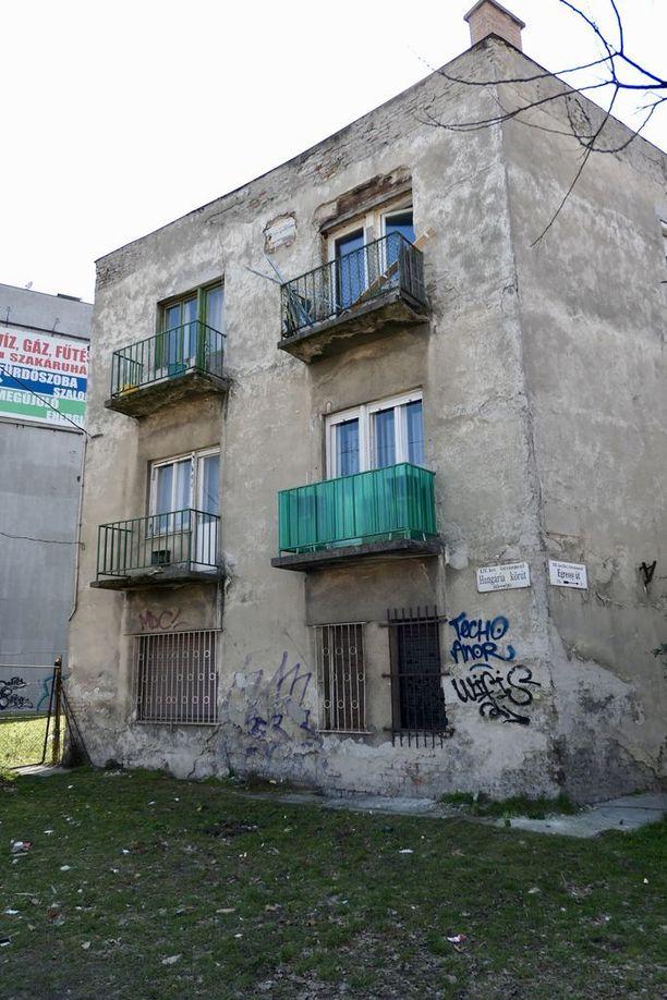 Vaikka Budapestin monet pääkadut on kunnostettu paraatikuntoon, sivukaduilla voi edelleen aistia sosialismin vuosikymmenten rappion.