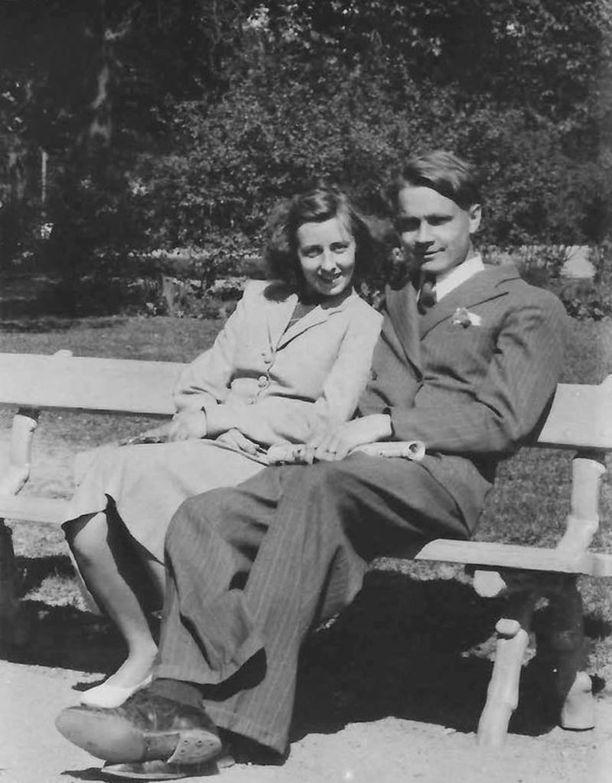 Tellervo Kankaanranta ja Mauno Koivisto menivät kihloihin maaliskuussa 1951 vasta neljän kuukauden seurustelun jälkeen.