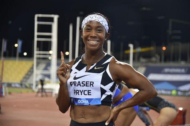 Shelly-Ann Fraser-Pryce pyyhälsi uusilla Nike-piikkareillaan 100 metriä kaikkien aikojen toiseksi kovinta vauhtia.